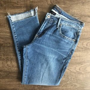 🌟 Levi's Boyfriend Jeans Raw Step Hem Medium Blue